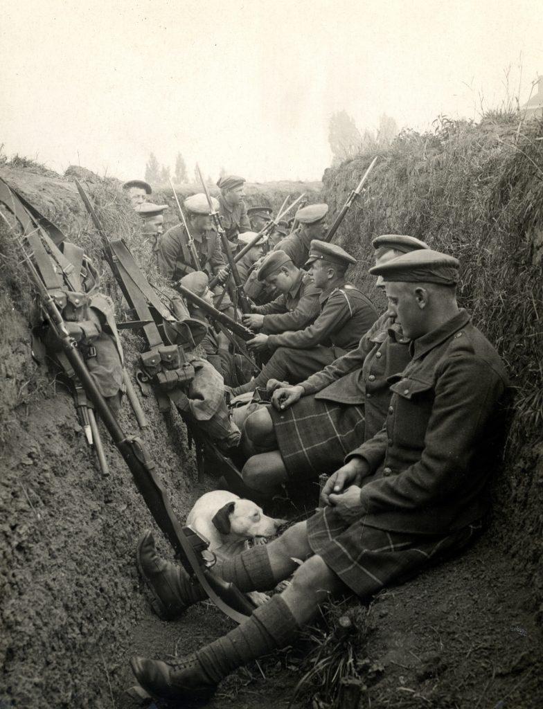 1914 Birinci Dünya Savaşı'nda bir siper. Fotoğrafçı: H. D. Girdwood
